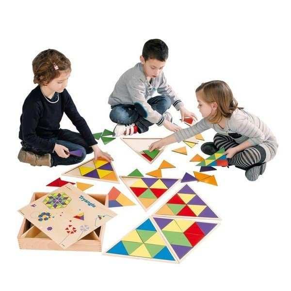 ילדים משחקים במשולשים דורון לילד